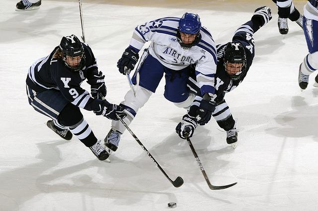 napínavá hra hokeje