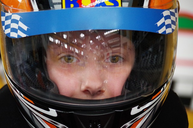 závodní helma