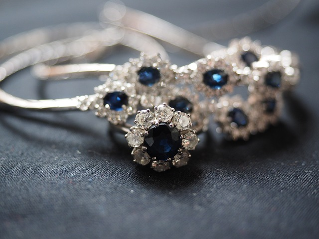 sapphire-ring-2119613_640